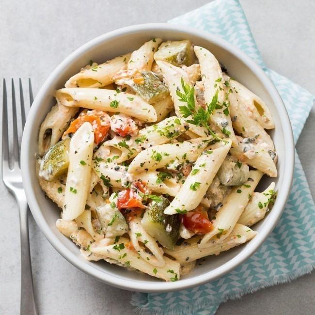 Salade de penne et petits légumes à la méditerranéenne