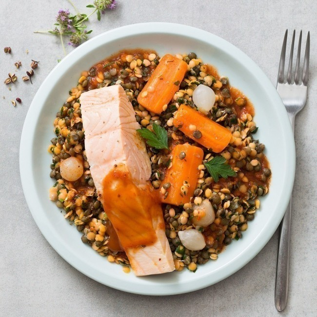 Dos de Saumon au paprika, duo de lentilles aux carottes et oignons