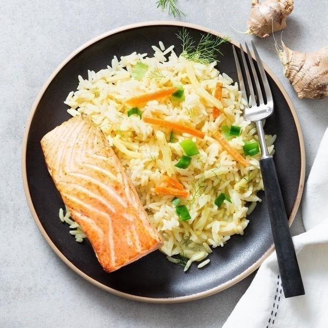Pavé de saumon, riz basmati sauté et sauce citron confit et gingembre