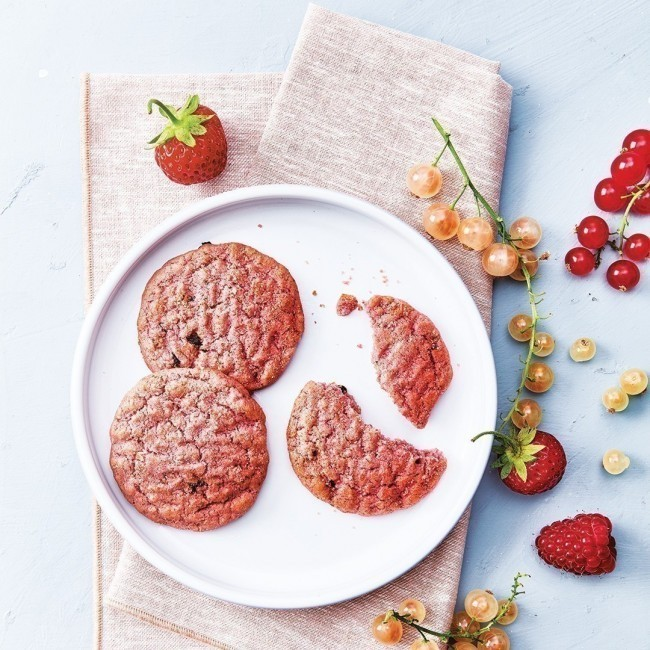 Cookies roses aux fruits rouges