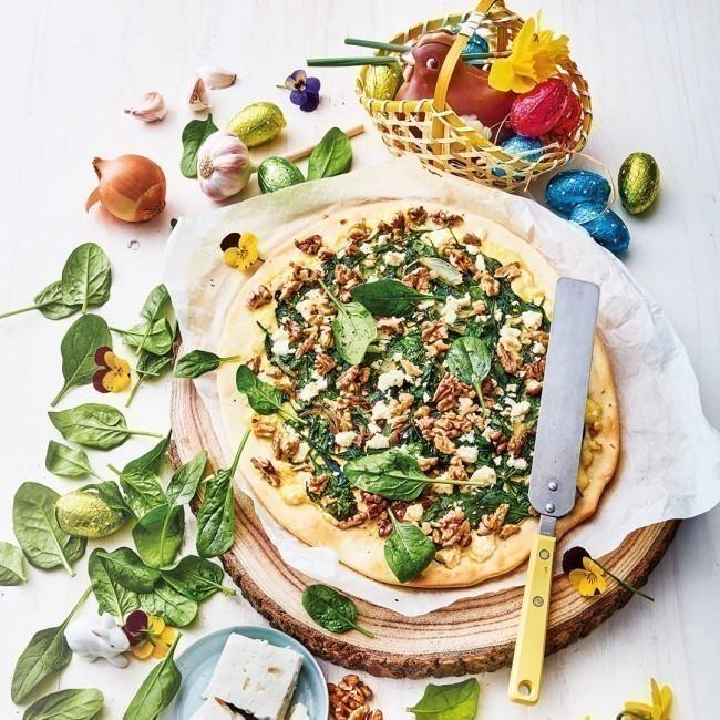 Pizza Spanakopita à la feta et aux noix