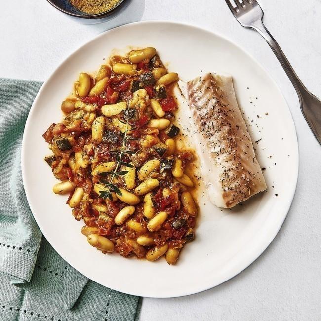 Filet de merlu, haricots blancs et ses petits légumes cuisinés au curcuma